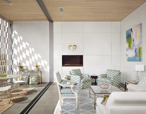 Livingroom Photo 8 of Lakeshore Residence modern home