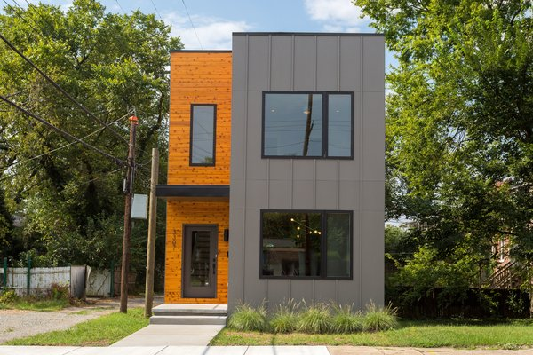 Photo  of urban infill row house in historic church hill modern home