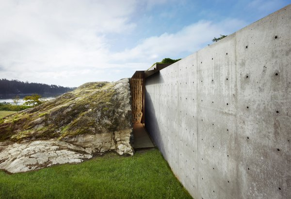 Modern home with outdoor, grass, and boulders. The Pierre | Olson Kundig Photo 5 of The Pierre