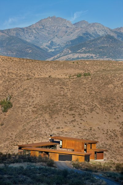 Modern home with outdoor, desert, and side yard. Studhorse | Olson Kundig Photo 2 of Studhorse
