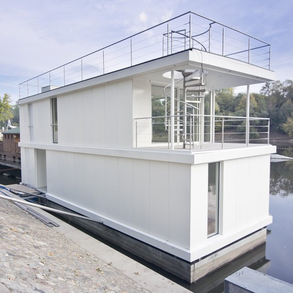 Photo 2 of The Floating House modern home