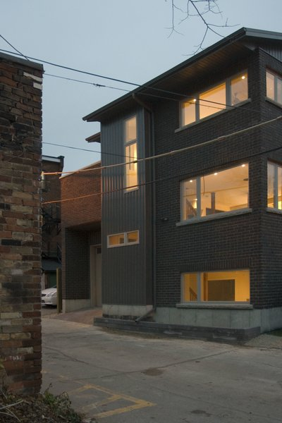 Modern home with outdoor and hardscapes. Laneway Loft - Exterior Photo  of Laneway Loft