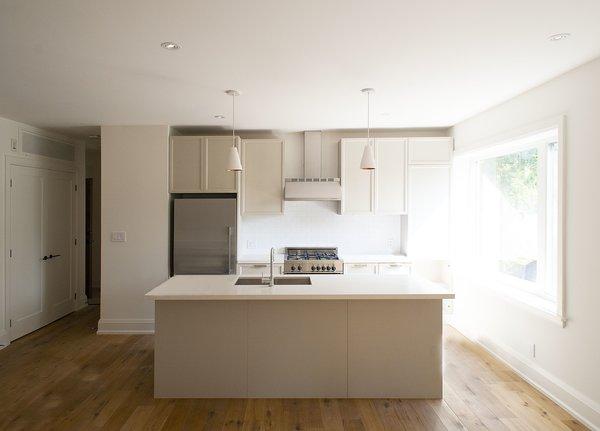 1733 Bathurst - Kitchen