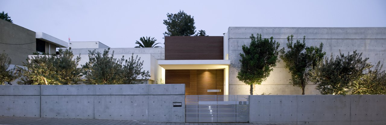 The design exhibits a masterful use of that most modern of materials, concrete.  eHouse by Axelrod Architects