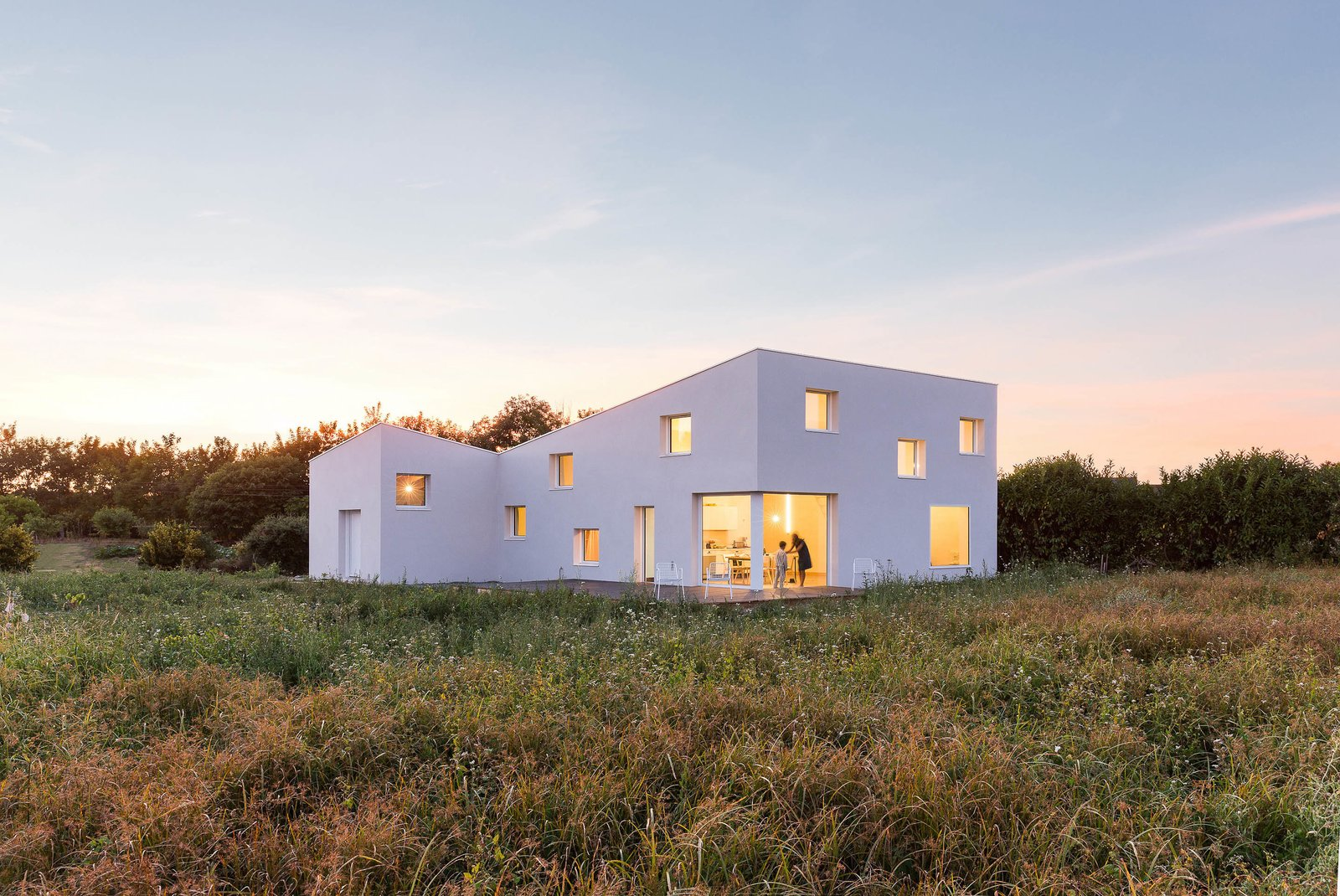 The defining concept for this house, commissioned by a photographer as both his summer house and studio, was based on developed facade studies which define a simple and smooth building skin varied in height and punctured by openings.