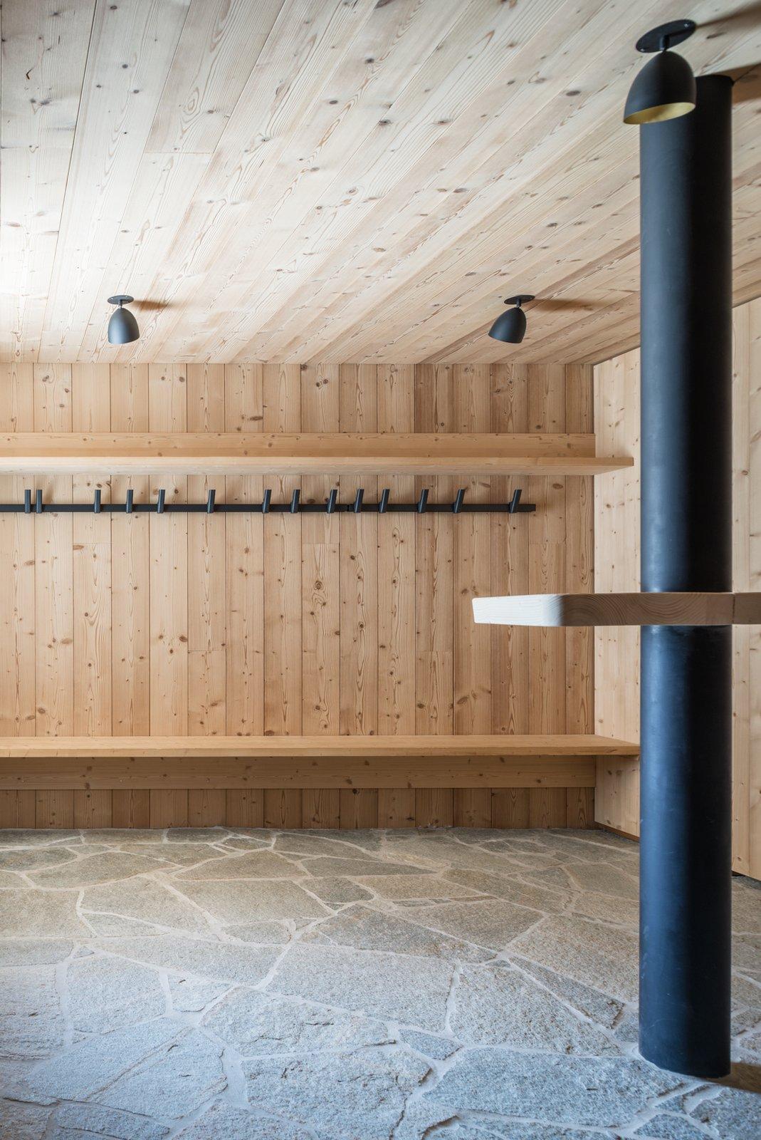 Tagged: Hallway.  Mountain House by studio razavi architecture