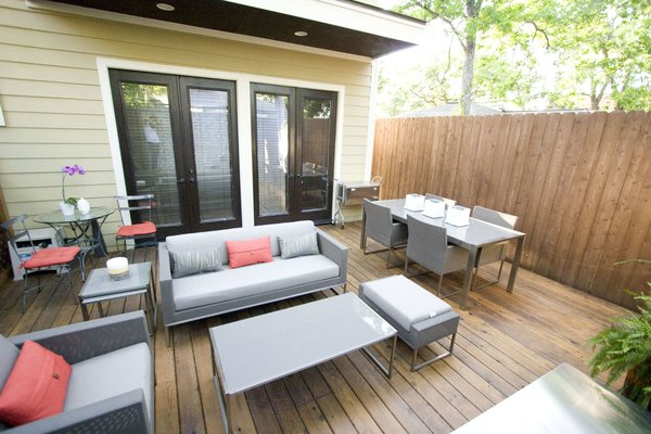 A small space maximized by smart space planning. Photo 7 of Outdoor Living modern home