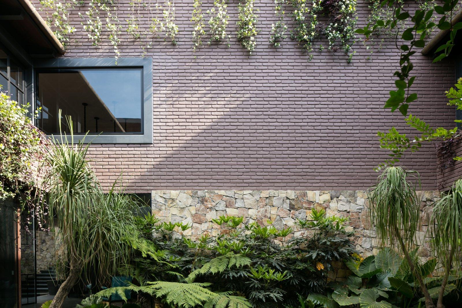 Casa OM1 by Santiago Rivero