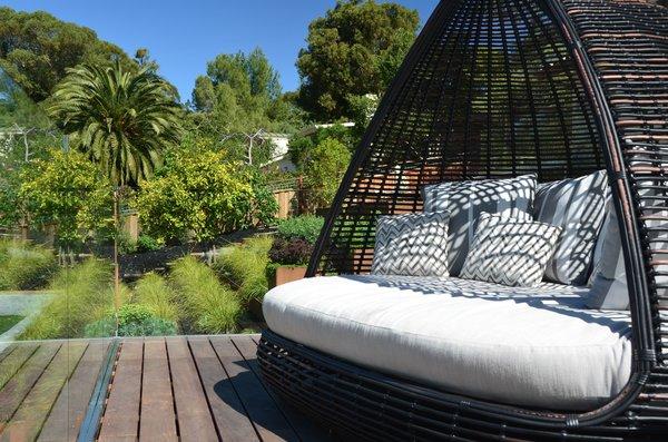 Deck Lounge Daybed Photo 8 of Los Altos Hills Landscape modern home