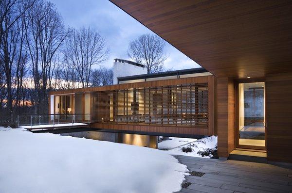 Photo 4 of Bridge House modern home