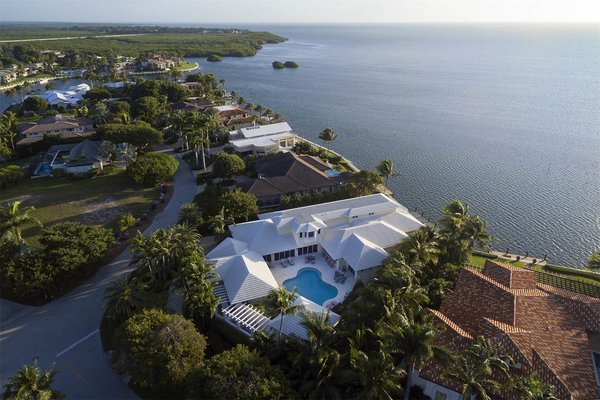 I am simply in love with this villa. Might go have a look at it. Found on http://www.sothebysrealty.com/eng/sales/detail/180-l-782-n6653d/extraordinary-oceanfront-home-at-ocean-reef-ocean-reef-community-key-largo-fl-33037 Photo  of The beautiful villa modern home