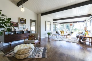A Renovated Midcentury Home in L.A. With Timeless Details Asks $1.3M - Photo 2 of 14 -
