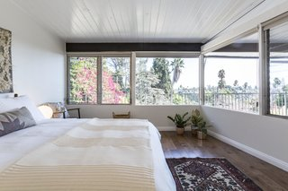 A Renovated Midcentury Home in L.A. With Timeless Details Asks $1.3M - Photo 12 of 14 -