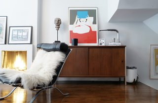 A Design Duo's 19th-Century Brooklyn Townhouse Is Filled With Art They Love - Photo 6 of 15 -