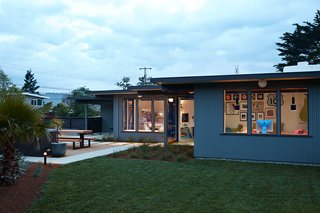 A Midcentury Eichler in San Mateo Is Turned Into a Functional Family Home - Photo 1 of 10 -
