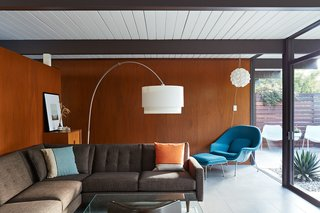 A Midcentury Eichler in San Mateo Is Turned Into a Functional Family Home - Photo 2 of 10 -