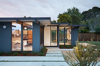 A Midcentury Eichler in San Mateo Is Turned Into a Functional Family Home - Photo 10 of 10 -