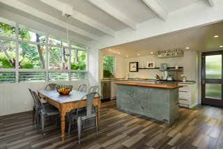 A Renovated Hawaiian Beach House From the 1950s Asks $1.79M - Photo 4 of 12 -