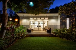 A Renovated Hawaiian Beach House From the 1950s Asks $1.79M - Photo 11 of 12 -
