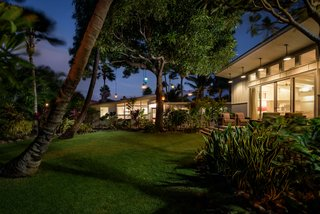 A Renovated Hawaiian Beach House From the 1950s Asks $1.79M - Photo 12 of 12 -