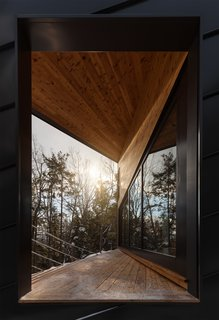 A Prefab Cabin in New Hampshire Is a Magnificent Mountain Retreat - Photo 11 of 18 -