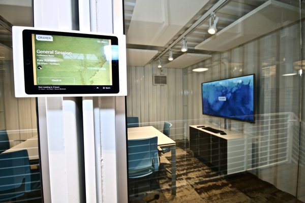 Smart Office - Robin App - Workbox Photo 11 of Creative Workbox modern home