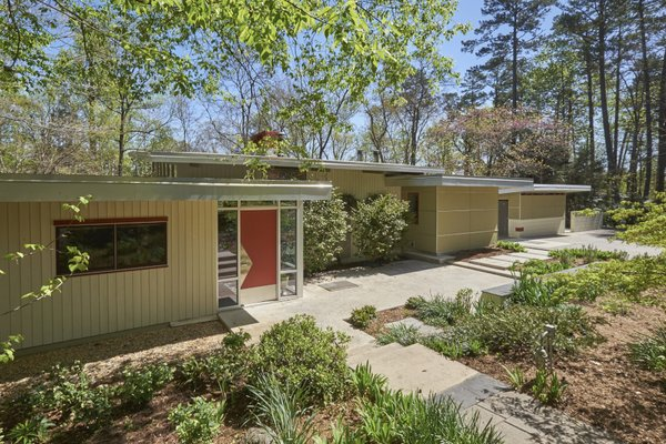 1020 Highland Woods Photo 3 of MODERNIST HIDEAWAY modern home