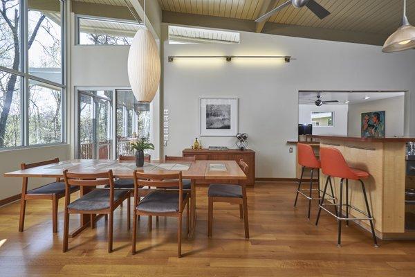 1020 Highland Woods Photo 10 of MODERNIST HIDEAWAY modern home