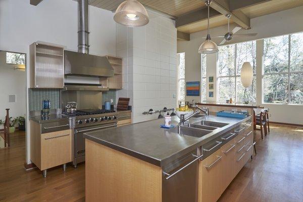 1020 Highland Woods Photo 12 of MODERNIST HIDEAWAY modern home