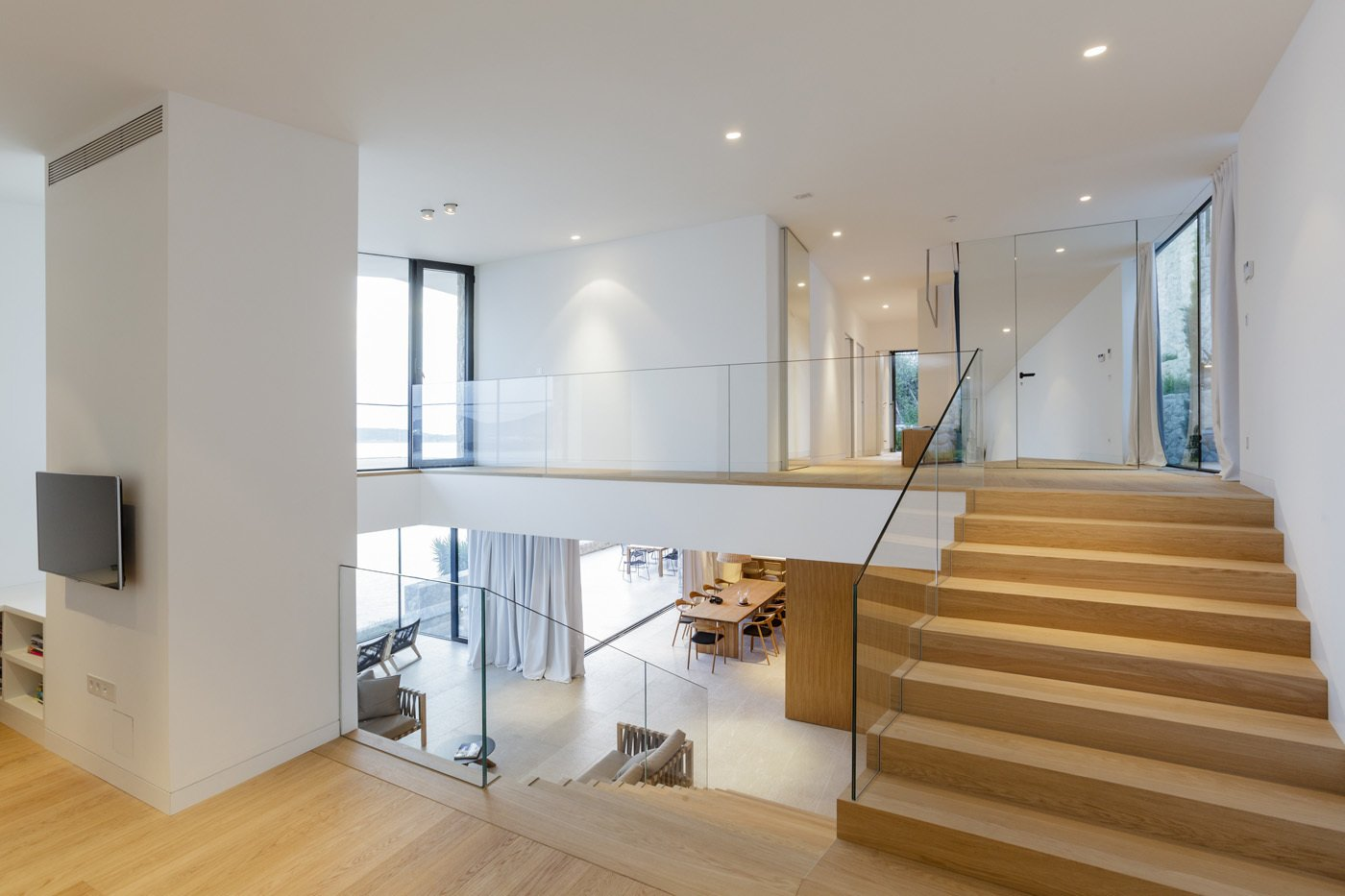 House V2 by 3LHD