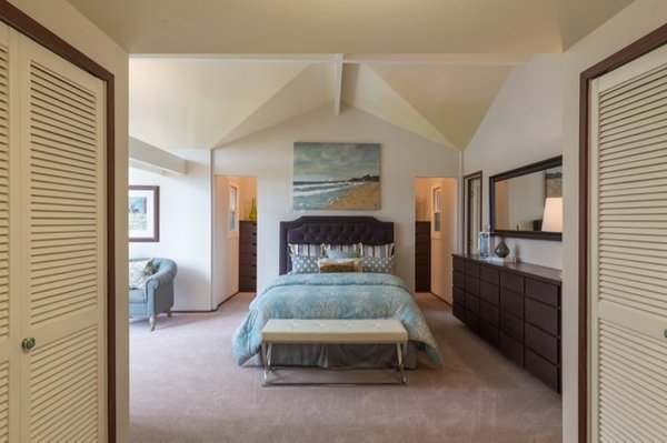 Modern home with bedroom, bed, ceiling lighting, and carpet floor. Photo 20 of Nuovo Mondo - Los Gatos Treehouse