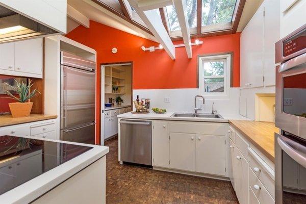 Modern home with kitchen. Photo 17 of Nuovo Mondo - Los Gatos Treehouse