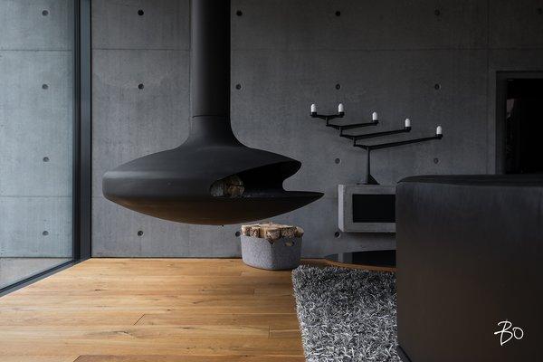 Living room fireplace / Gyrofocus  (Dominique Imbert 1968) Photo 3 of villAma modern home