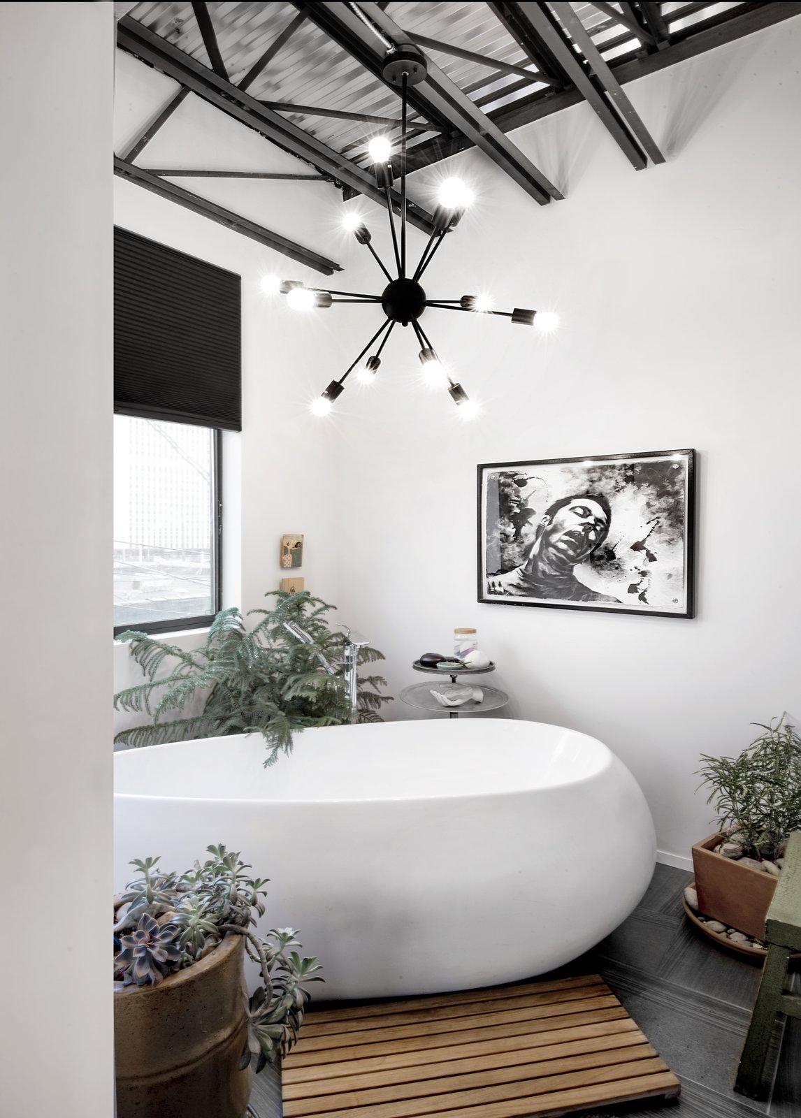 Master tub room