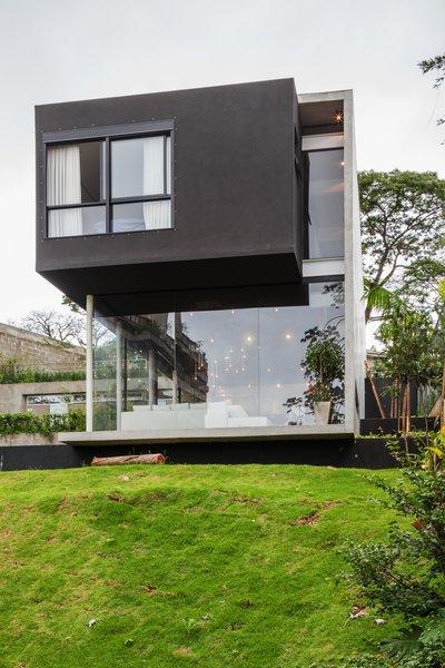 Photo 11 of Mattos House modern home
