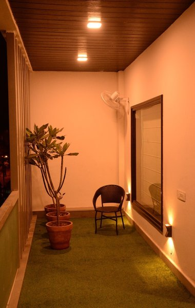 Small covered garden Photo 5 of BUNGALOW - NAVRATAN modern home