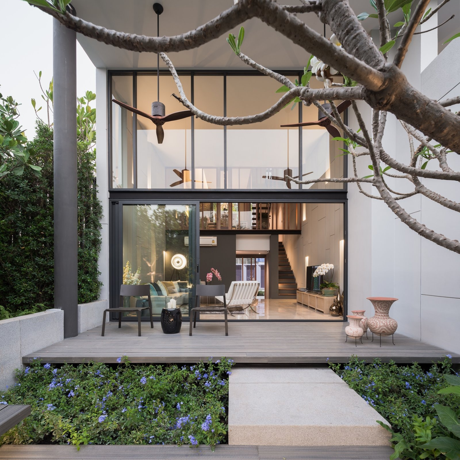 Townhouse with Private Garden by Khajorn Jaroonwanit