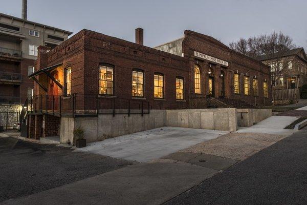 Atlanta Design Economy Credits  Renovation Architect: BLDGS Photo 6 of Mifflin Hood modern home