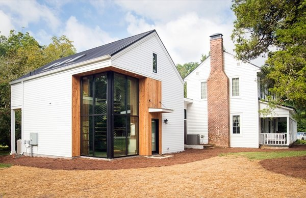 Athens Design Economy Credits  Architect: Bork Design, Inc. Interior Design: Homeowners Contractor: Timberlane Construction Landscape Designer: Indigo Landscapes Photo  of Green-Franklin modern home