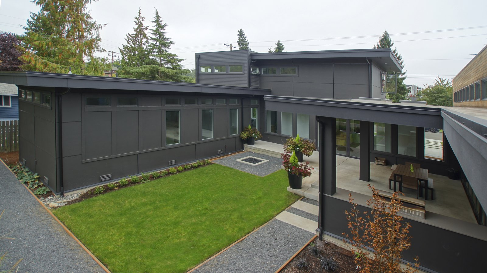 The backyard is designed to take advantage of the abundant space and allows for plenty of outdoor living throughout the year in the beautiful Pacific Northwest.  Modern Courtyard Home by Atelier Drome