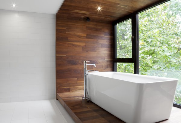 Bathroom at Rue de l'Anse residence - PARKA Architecture & Design - Quebec city, Canada Photo 6 of Rue de l'Anse residence modern home