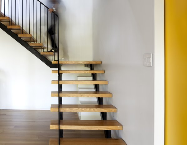 Modern home with staircase, wood tread, metal tread, and metal railing. Staircase - Rue de l'Espéranto residence  - Guillaume Sasseville & PARKA - Architecture & Design Photo 14 of Rue de l'Espéranto residence