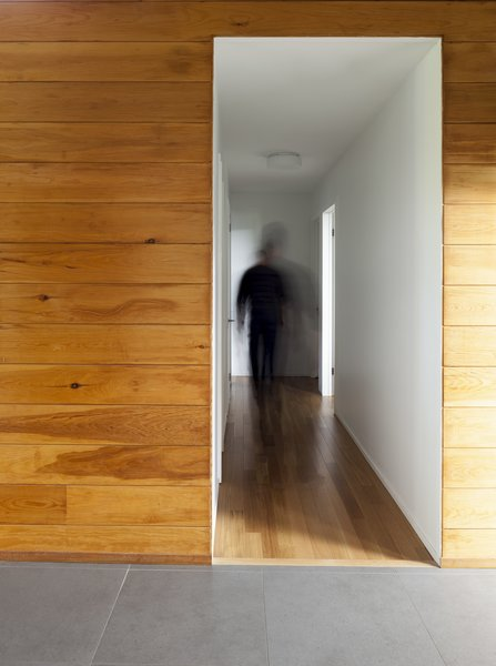 Modern home with hallway, medium hardwood floor, light hardwood floor, and ceramic tile floor. Hallway - Rue de l'Espéranto residence  - Guillaume Sasseville & PARKA - Architecture & Design Photo 8 of Rue de l'Espéranto residence