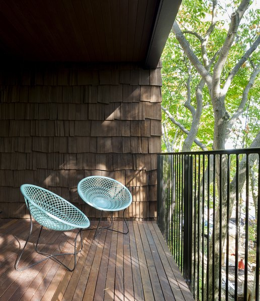 Modern home with small patio, porch, deck, living room, vertical fence, wood patio, porch, deck, metal fence, and chair. Balcony - Rue de l'Espéranto residence  - Guillaume Sasseville & PARKA - Architecture & Design Photo 16 of Rue de l'Espéranto residence