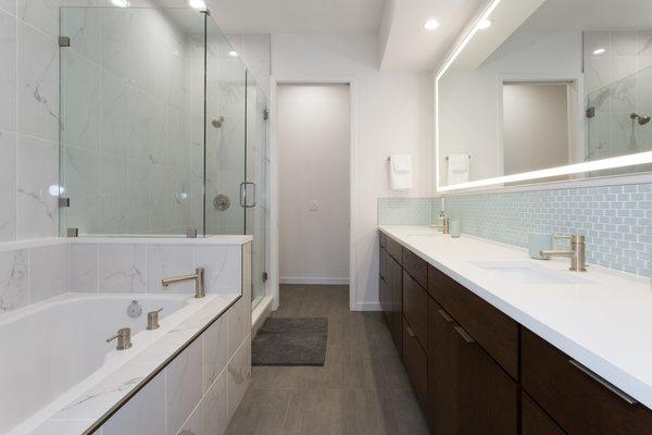 Master Bath. Photo 13 of LIV233 modern home