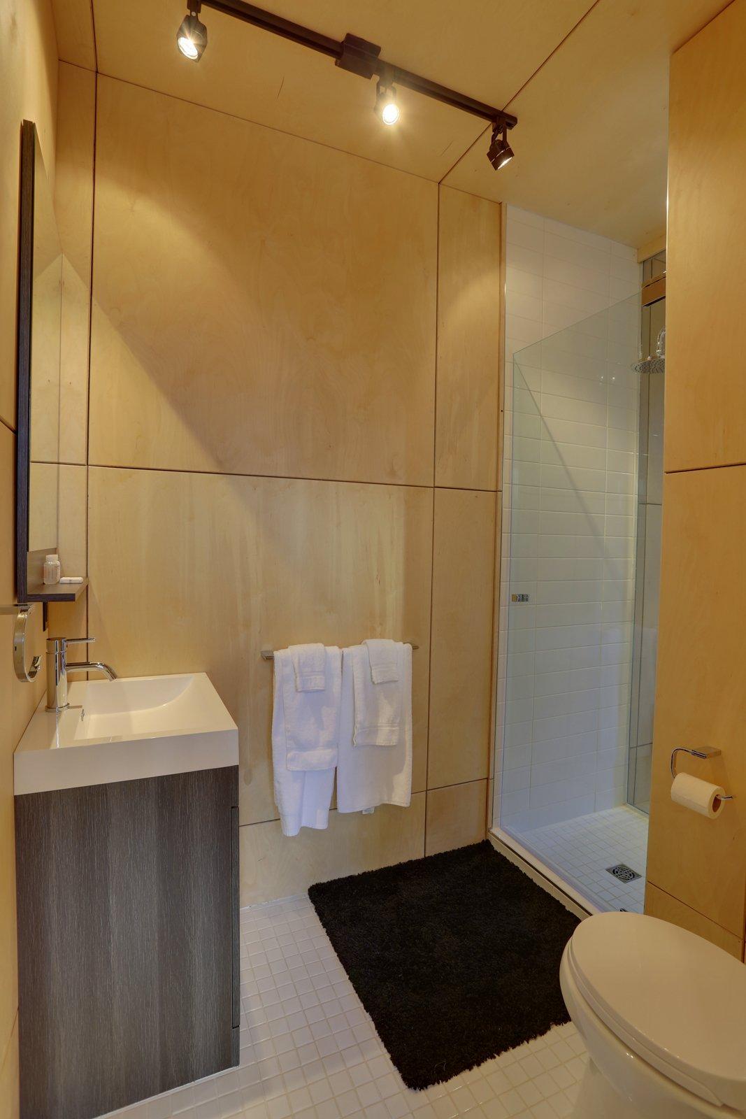 Bathroom SHAK Cottages by Martin Delisle