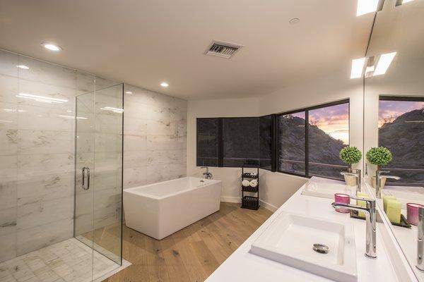 Hi-Lob Residence | Nuria Pla Studio Photo 7 of Hi-Lob Residence modern home