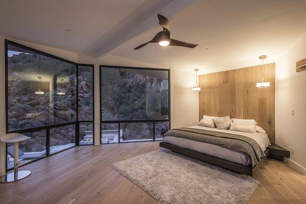 Hi-Lob Residence | Nuria Pla Studio Photo 8 of Hi-Lob Residence modern home