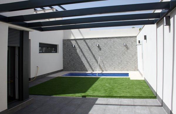 Modern home with outdoor, back yard, grass, garden, small patio, porch, deck, small pool, and stone patio, porch, deck. Patio trasero, porche y detalles de espacio trasero. Photo 3 of CASA FLORES