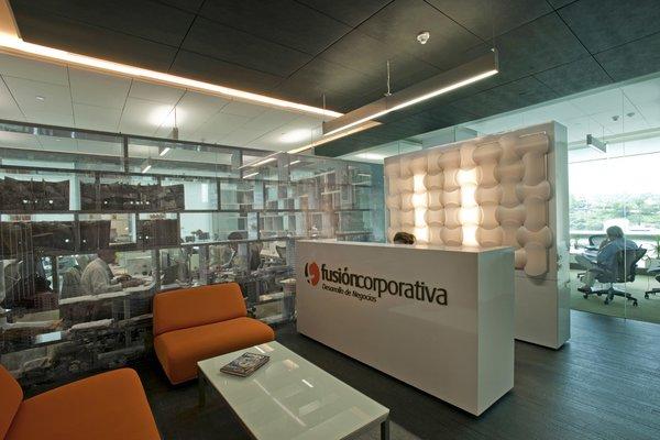 Fusión Corporativa  - Work+ Photo  of Fusión Corporativa modern home